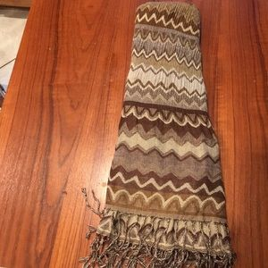 Accessories - Beige patterned scarf